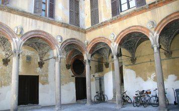 Casa Grifi in una traversa di via Torino