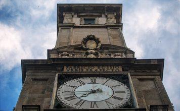 Piazza Mercanti ed il palazzo dei Giureconsulti a Milano