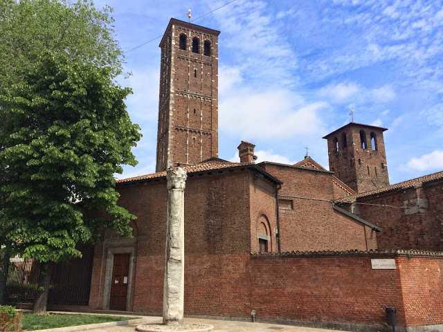 Colonna del diavolo a fianco della basilica di Sant'Ambrogio