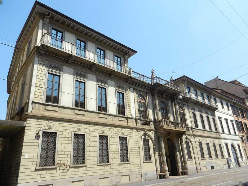 In corso di porta romana ecco palazzo Mellerio