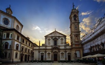 Partiamo da piazza Fontana per arrivare a Santo Stefano