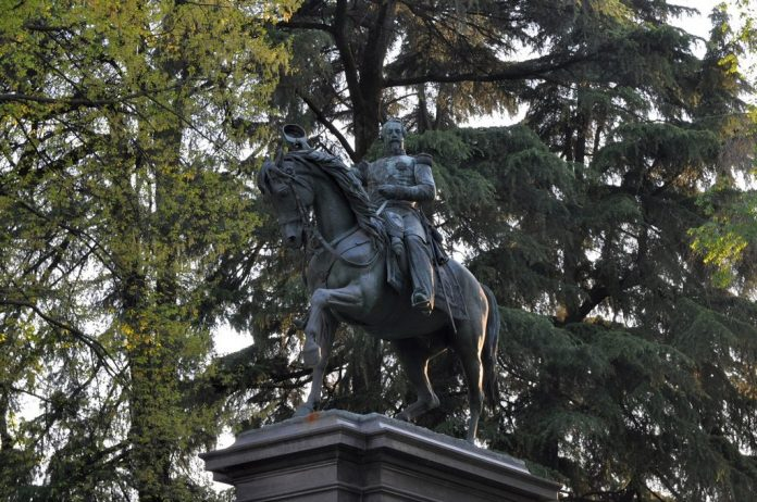 Storia immobile - stauta Napoleone III (foto diAnna Kudryavtseva)