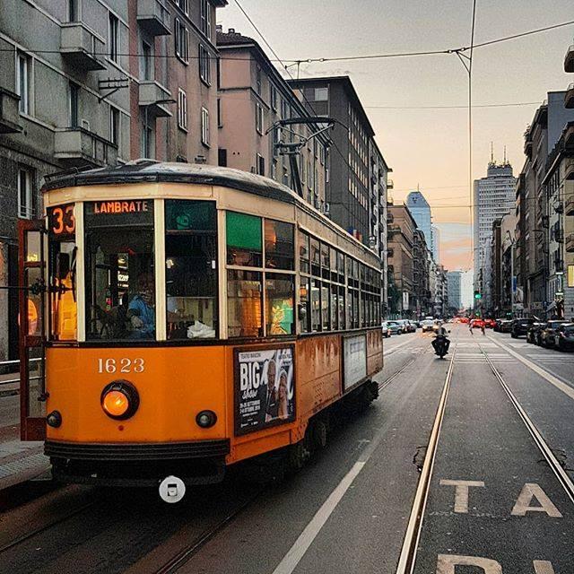 tram metropolitana Foto di @mats_johan_andersen