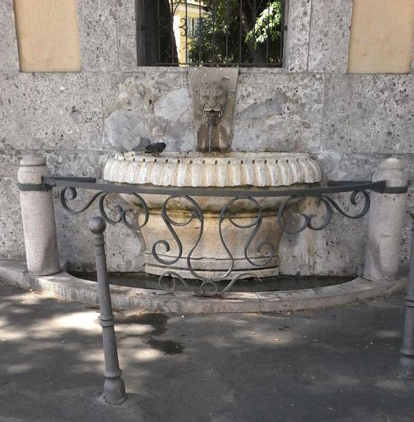 via san barnaba (fontana di)