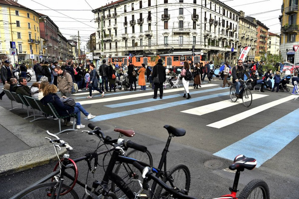 Alberi e nuovi colori in porta Genova