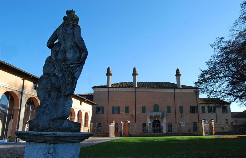 Palazzo Gonzaga Guerrieri - Foto Massimo Telò