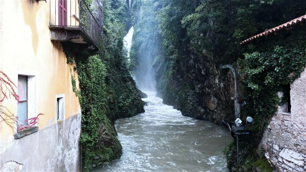 cascate del lago di como - foto di quicomo