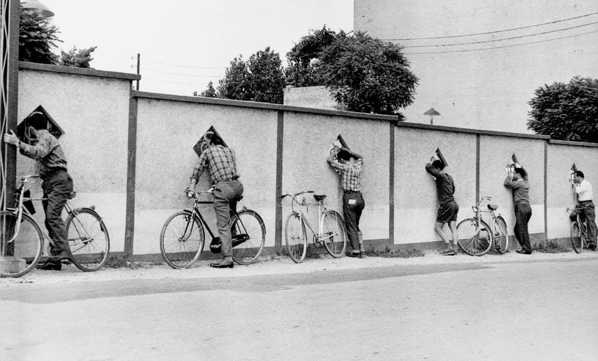 circolo fotografico milanese ©Mario Cattaneo -Gare di nuoto femminili- Milano 1971